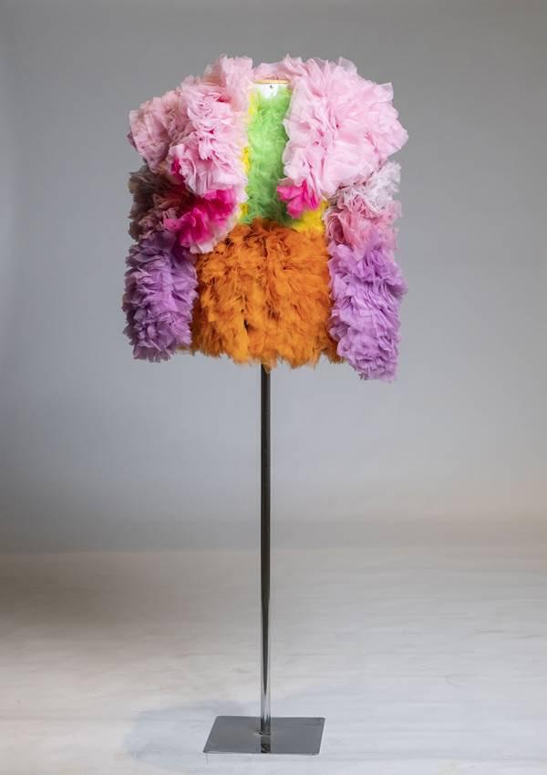 Peça de Tomo Koizumi em exposição