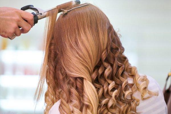 Mulhar cuidando do cabelo