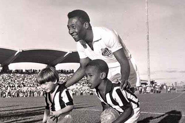 Pelé no estádio Pelezão
