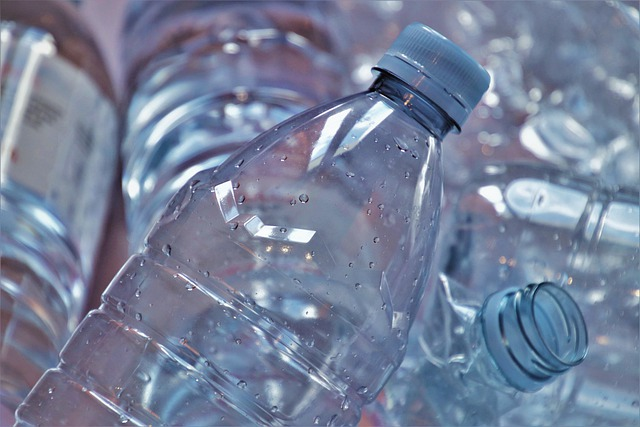 garrafas de plástico