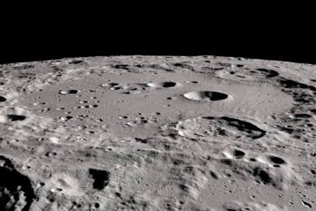Dois estudos confirmam presença de água na Lua, anuncia a Nasa