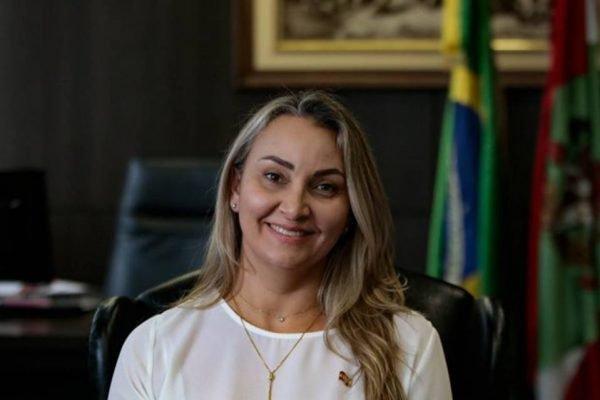 Daniela Reinehr assume como governadora de Santa Catarina