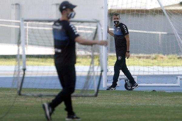 Bruno Lazaroni em treino do Botafogo