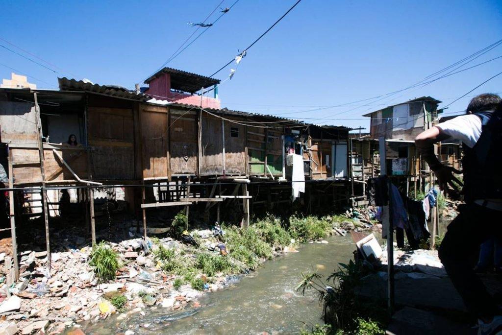 Guilherme Boulos visita a comunidade Vietnã, em São Paulo