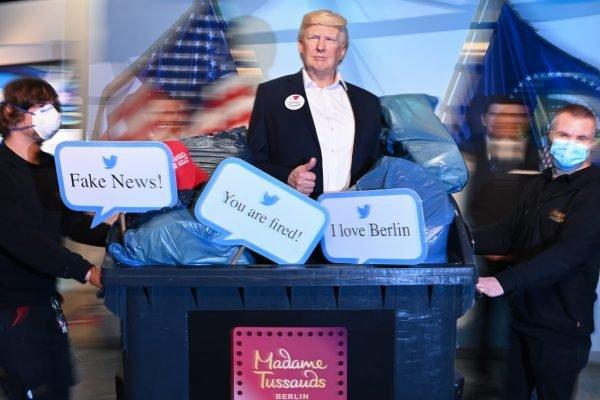 Boneco de cera de Trump no lixo de museu