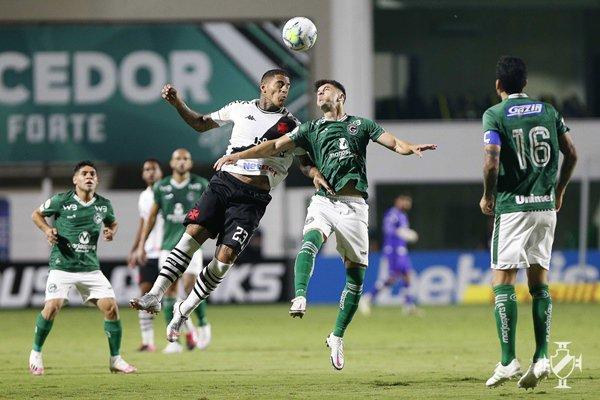 Jogadores do Vasco e de Goiás