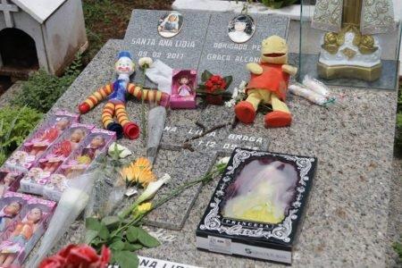 Túmulo de Ana Lídia recebe homenagens neste Dia de Finados