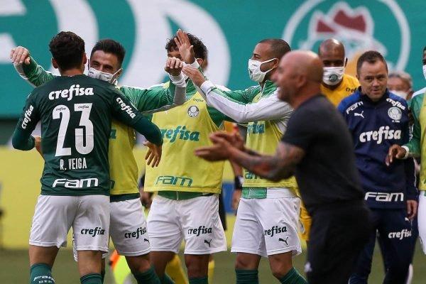 Jogadores do Palmeiras comemoram gol contra Atlético-MG