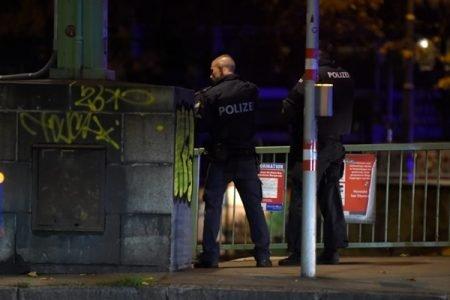 Policial durante atentado na Áustria