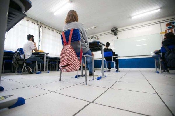 Retorno das aulas do ensino médio no estado de São Paulo. Escola Estadual Professor Milton da Silva Rodrigues, no bairro Freguesia do Ó