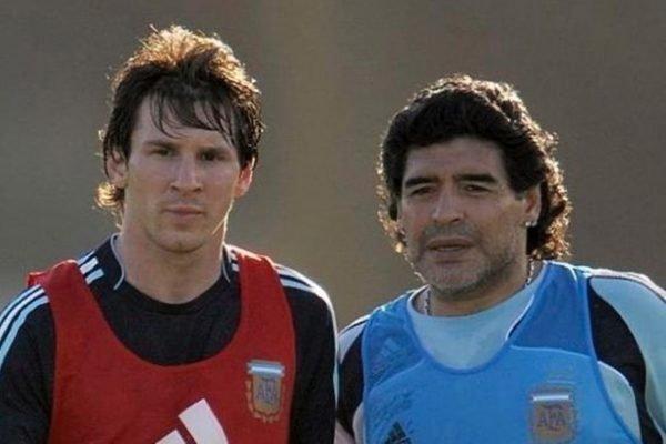 Lionel Messi ao lado de Diego Maradona