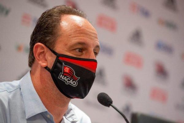Rogério Ceni com máscara do Flamengo
