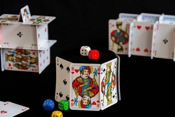 baralho dados jogos de azar