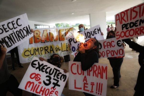 Artistas protestam em Brasília