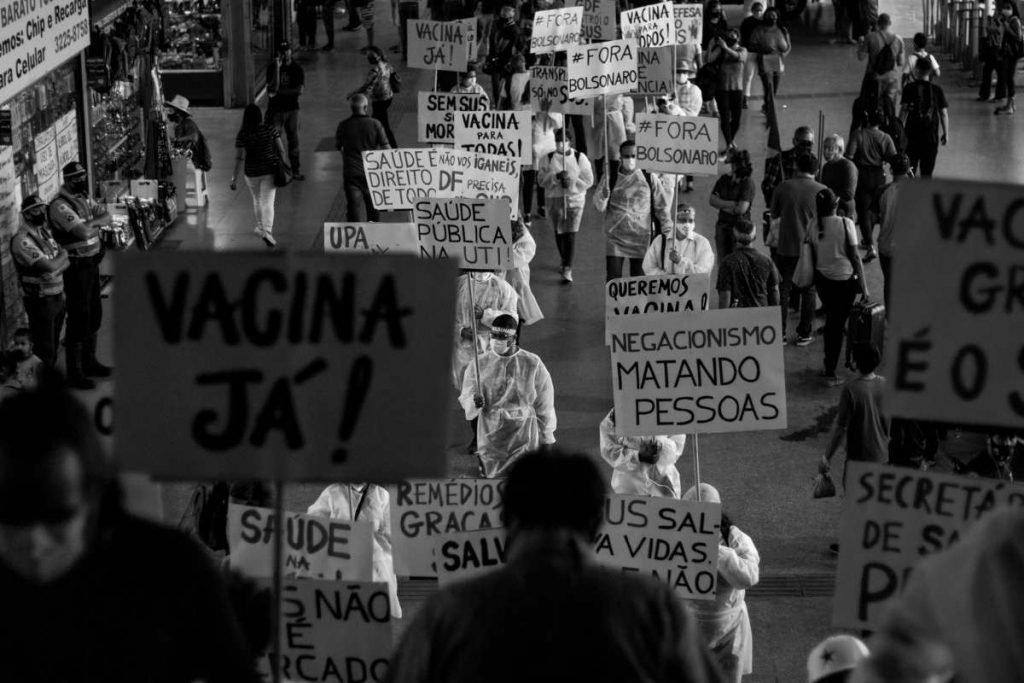 protesters in the Rodoviaarium