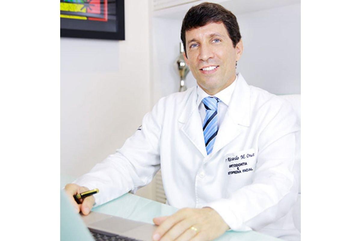 Dentista Ricardo Machado Cruz