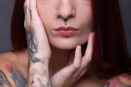 Mulher com piercing