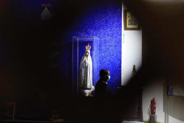 Igrejinha de Brasília sendo vigiada por segurança contratada pelo párocos 9