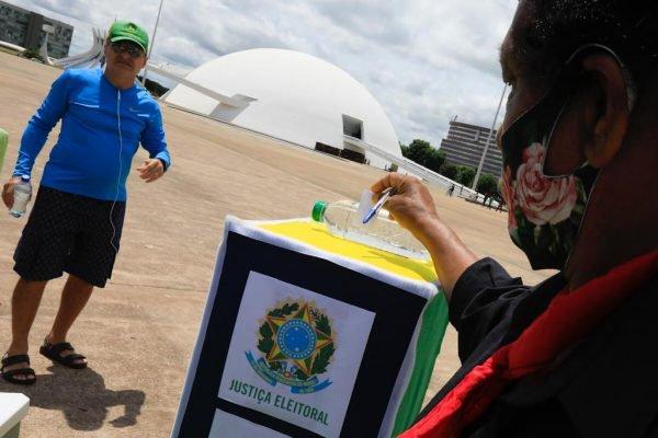 Protesto movimento família patriota a favor do voto impresso brasilia