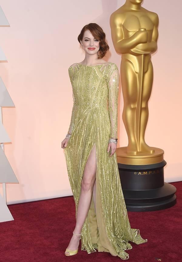 Emma Stone no Oscar de 2015 com vestido Elie Saab