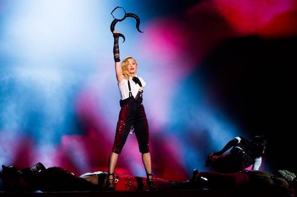 Madonna performando no Brit Awards 2015