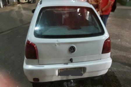 carro modelo Gol branco