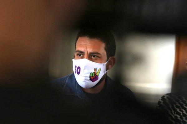 Guilherme Boulos (PSOL), candidato à prefeitura de São Paulo, participa de reunião com servidores públicos