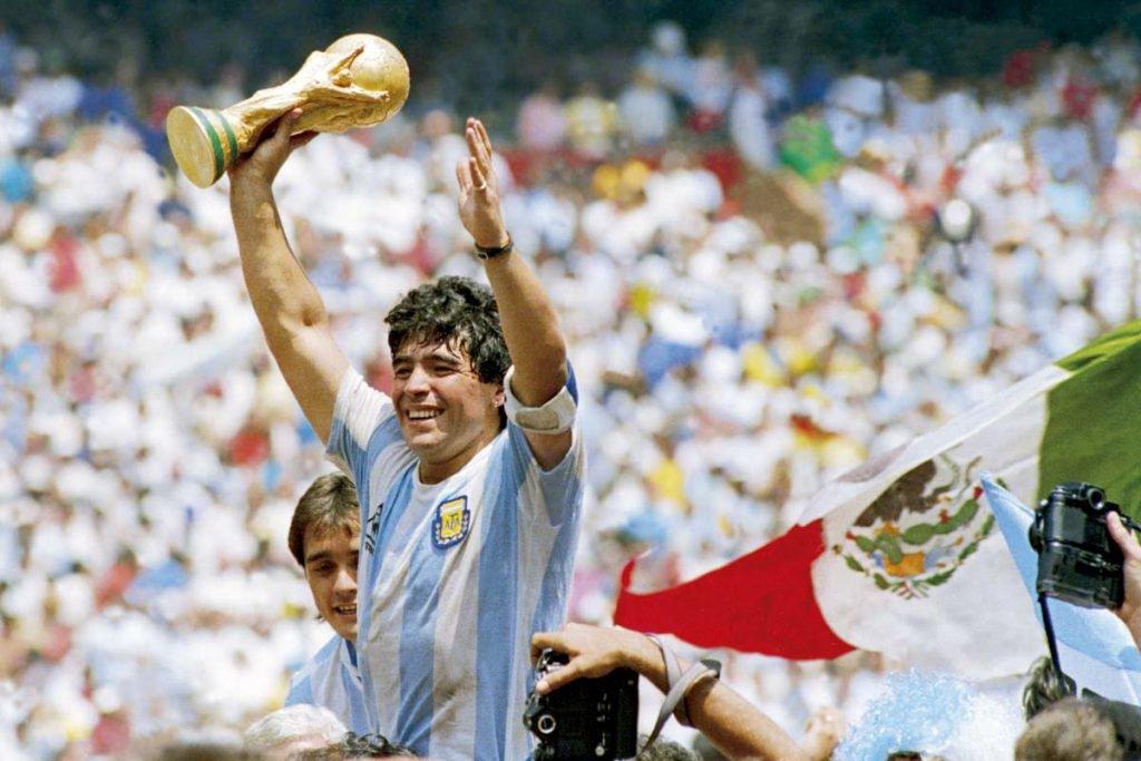 Deus na Argentina e ídolo na Itália: veja a trajetória de Maradona