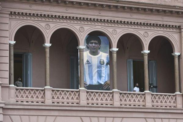 Casa Rosada com bandeira de Maradona