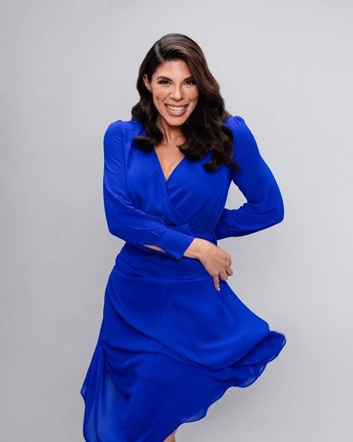 Carolla Parmejano de vestido azul