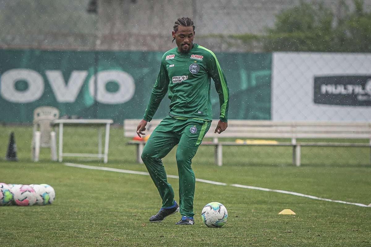 Jogador de futebol Sabino