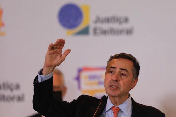 coletiva de imprensa e epuracao dos votos no TSE com o ministro Luiz Roberto Barroso 9