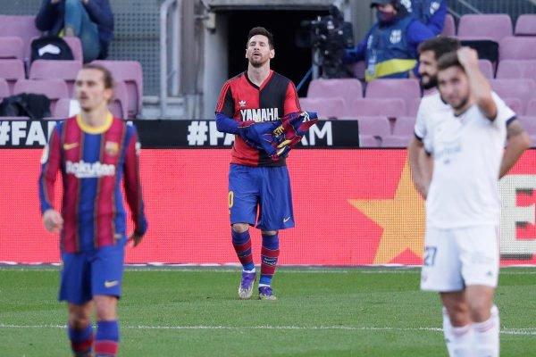 Messi faz homenagem a Maradona