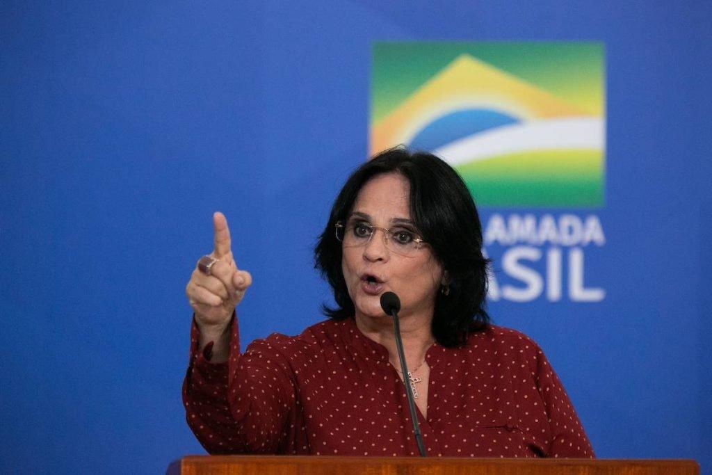 Ministra Damares Alves processa Ciro Gomes por calúnia e difamação