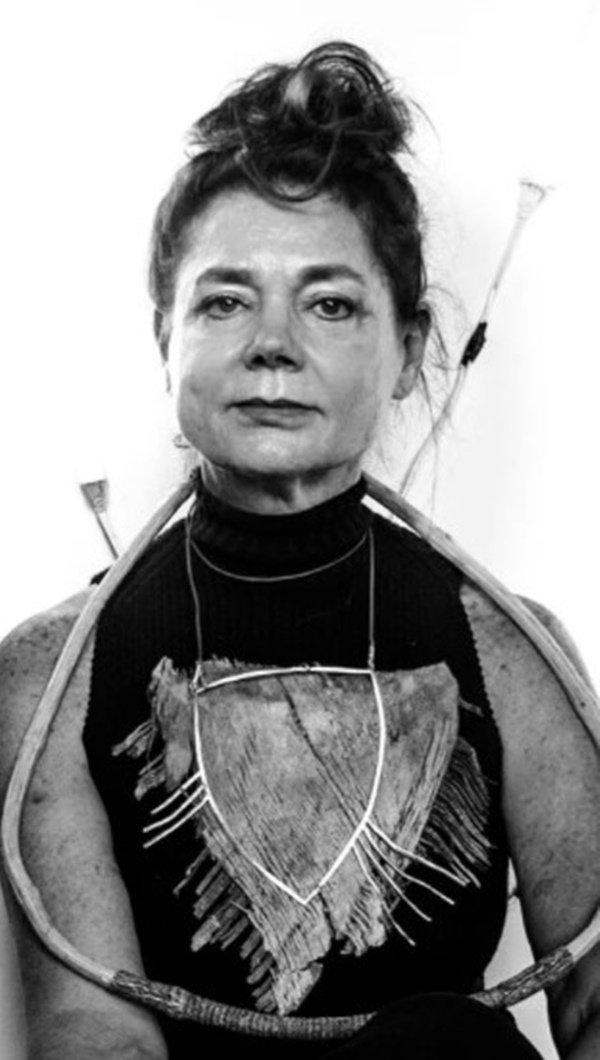 Miriam Mirna Korolkovas em preto e branco