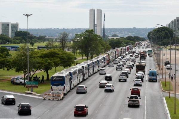 Fretadoras de ônibus protestam em Brasília 6