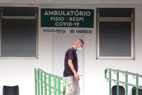 Movimentação no hospital de campanha da covid-19 na zona norte de Osasco, na grande São Paulo 3