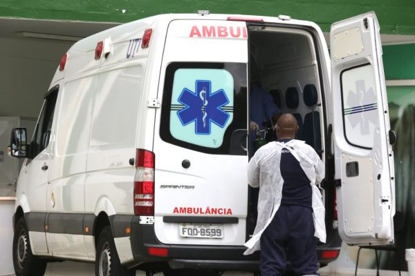 Movimentação em hospital de campanha da Covid-19 na zona norte de Osasco, na grande São Paulo