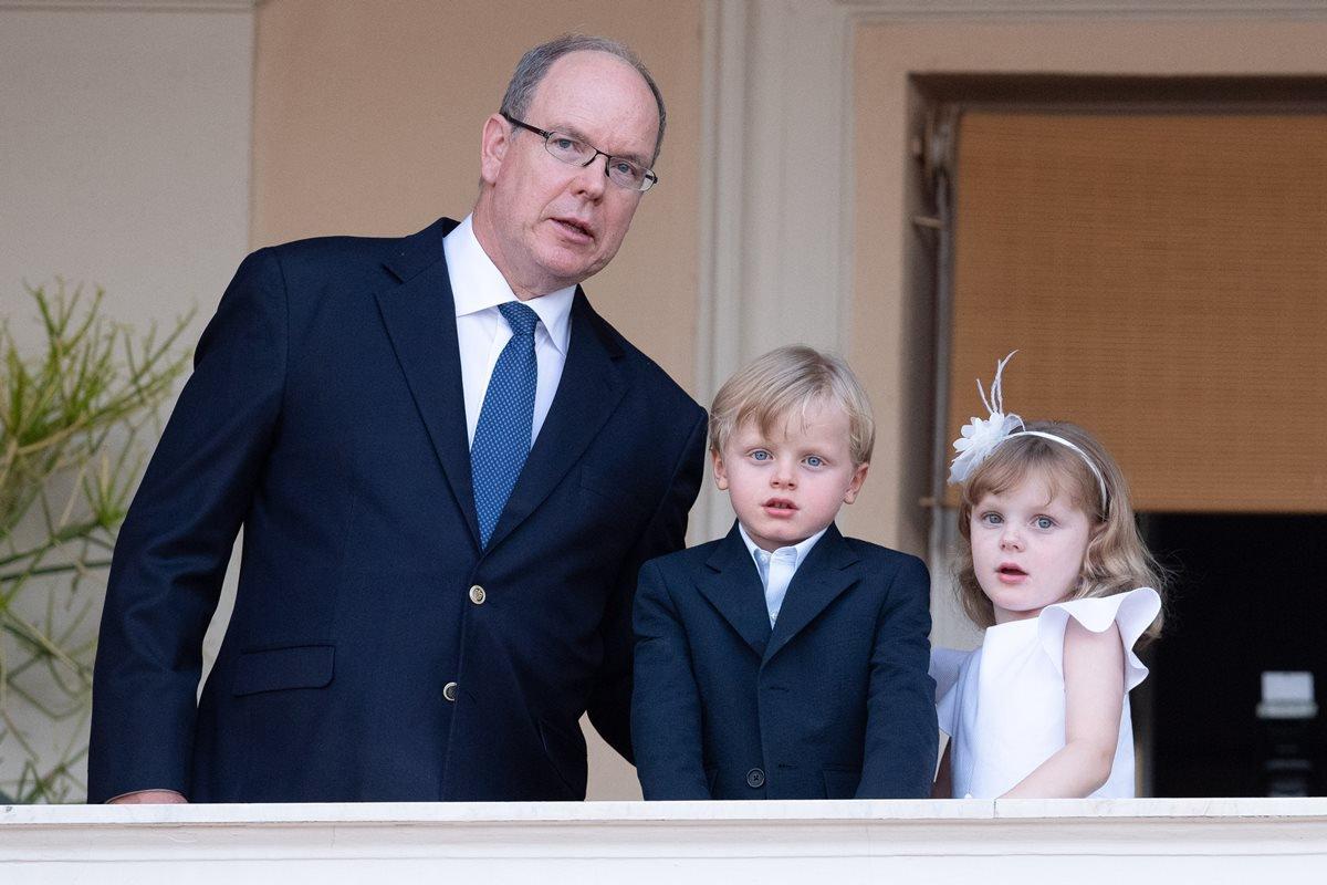 Principe Albert II com os dois filhos Jacques e Gabriella