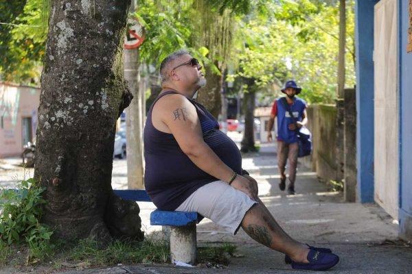 Sérgio Leonardo Adoção Ilegal - Sérgio Leonardo Soares Duarte, nascido na cidade de Curitiba no Paraná, foi adotado ilegalmente e procura sua mãe biológica a 14 anos. Sérgio mora no bairro de Jacarepaguá, zona oeste da cidade do Rio de Janeiro