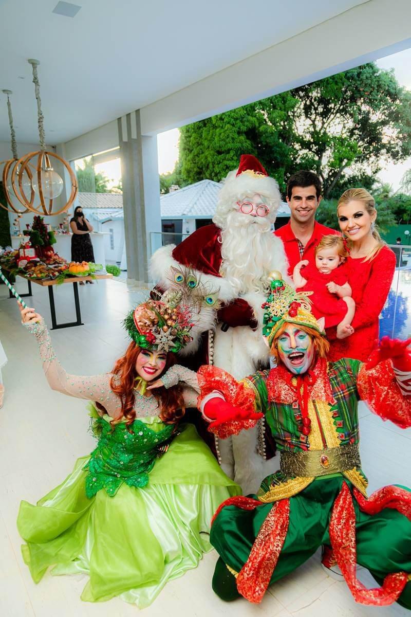 Jorge Paulo Palhares, Isadora Campos, Maria Isabel com os personagens natalinos e, claro, o Papai Noel