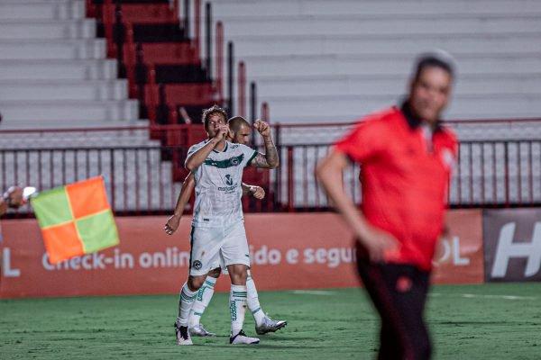 Goiás vence o Atlético-GO