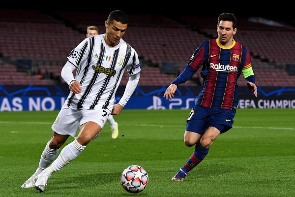 Cristiano Ronaldo e Lionel Messi em campo