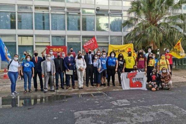 Reitores de universidades federais eleitos e não empossados por Bolsonaro protestam em Brasília