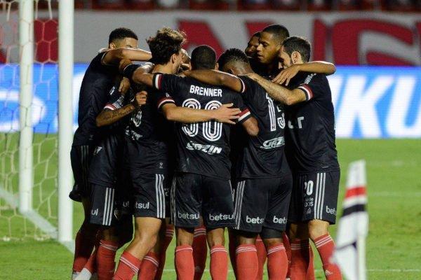 São Paulo goleia o Botafogo
