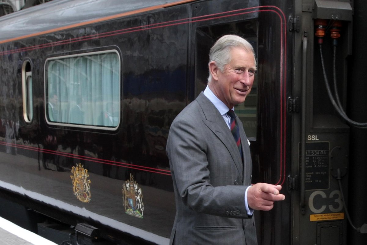 Príncipe Charles no British Royal Train - Trem Real