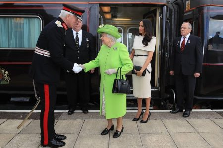 Rainha Elizabeth e Meghan Markle - British Royal Train - Trem Real