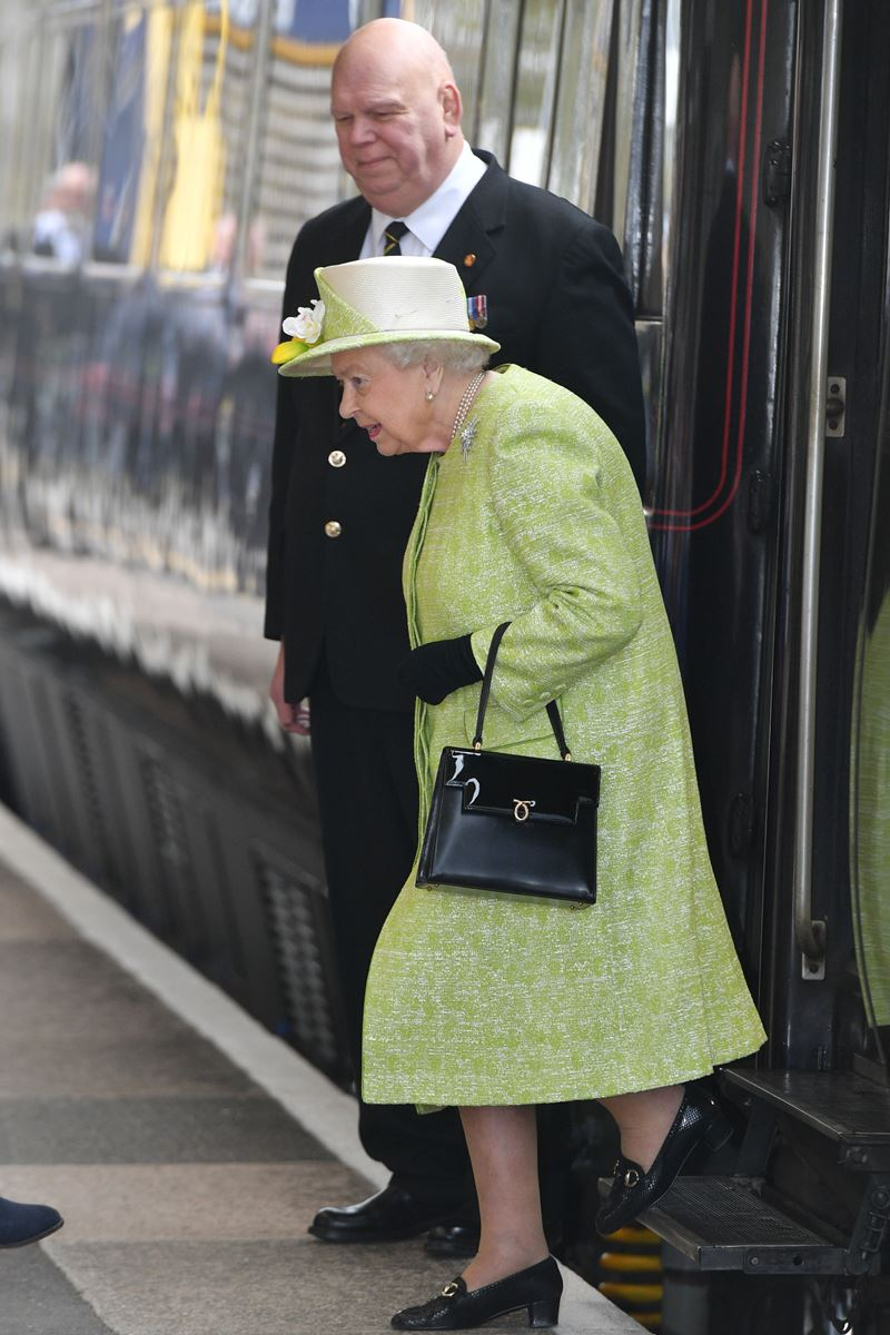 Rainha Elizabeth no British Royal Train - Trem Real