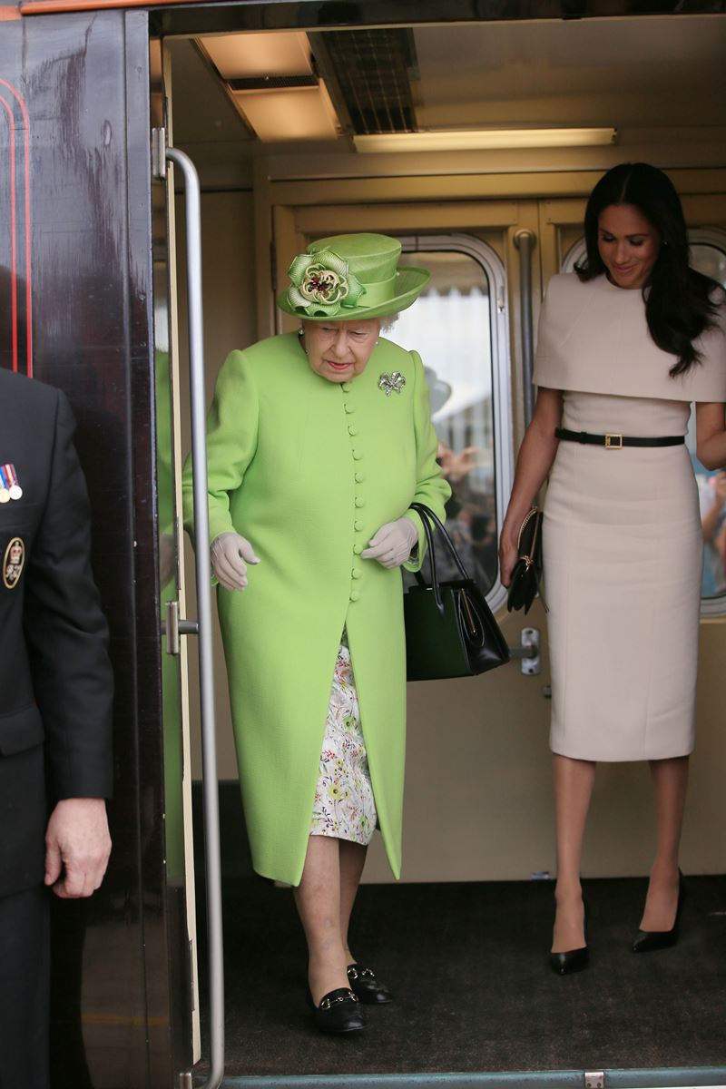 Rainha Elizabeth e Meghan Markle - British Royal Train - Trem Real