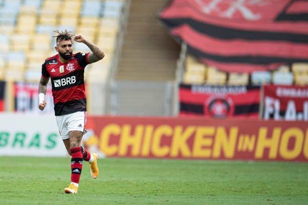 Gabi marca contra o Santos